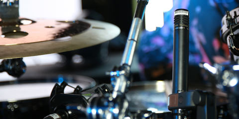This image shows a LCT 340 small-capsule condenser on a drum kit