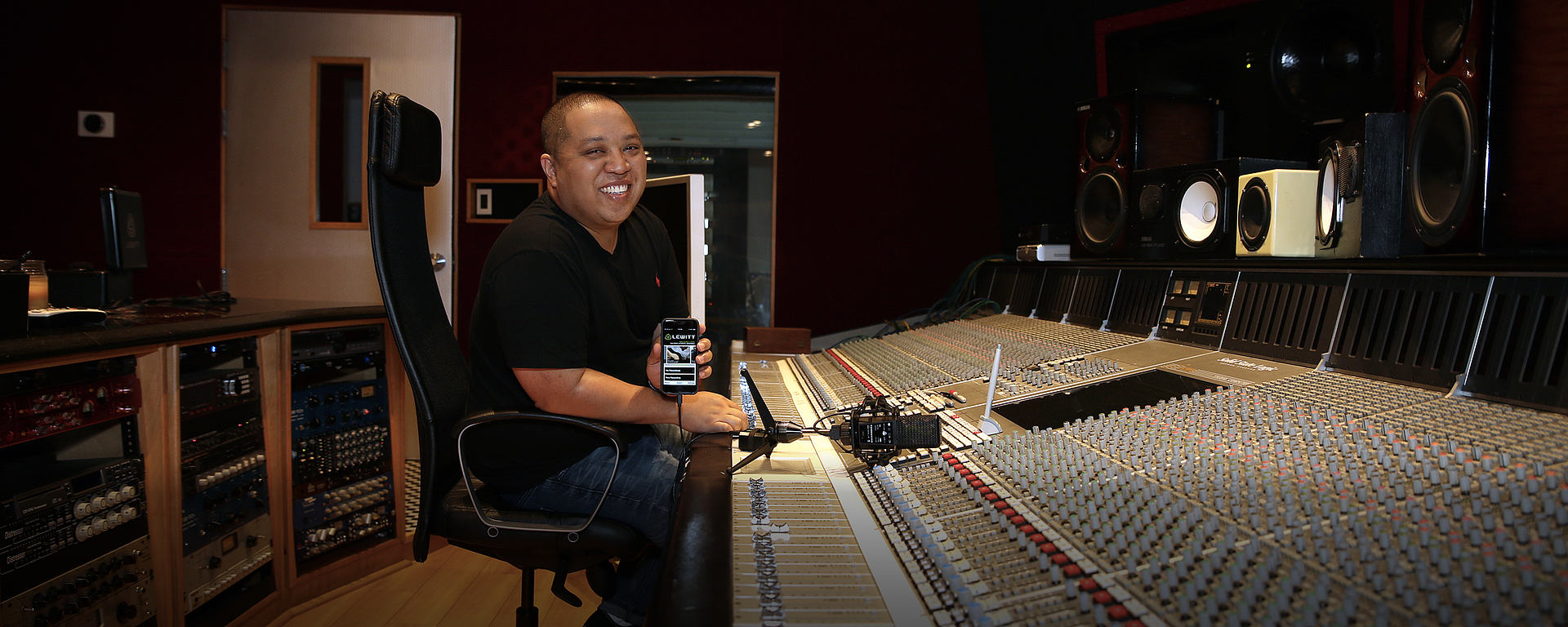 Supa Dups with his LCT 940 FET/Condenser studio mic